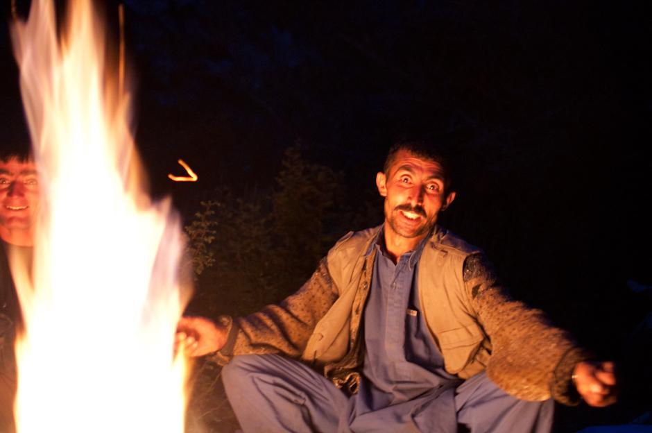 21. AFGANISTAN, prowincja Badachsztan. Przy ognisku. (Fot. Jakub Rybicki)