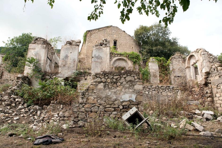 7. GÓRSKI KARABACH. Na północy kraju. Przed wojną ta część wioski była zamieszkiwana przez Azerów. (Fot. Anna Alboth)