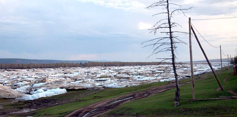 Pokryty lodową krą brzeg Leny przy wiosce Sinsk. (Fot. Long Walk Plus Expedition)