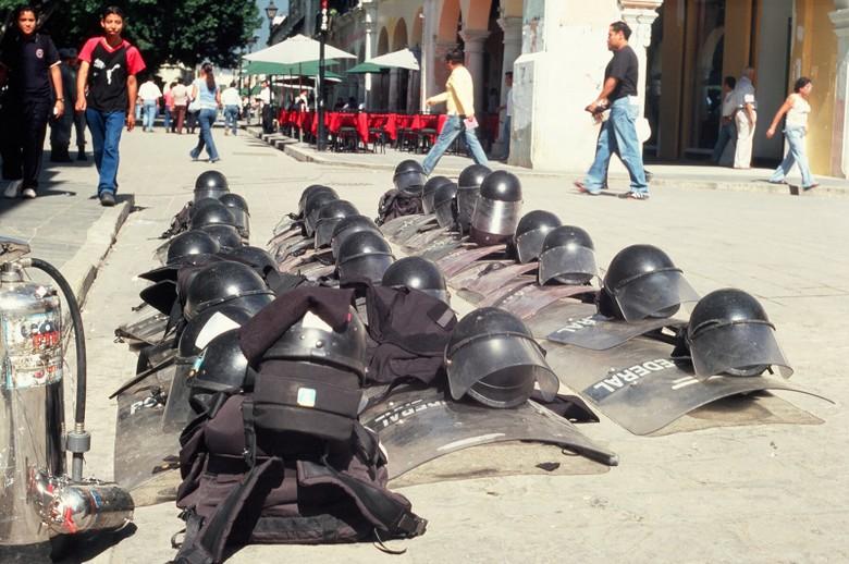 Oaxaca - trzecie co do wielkości miasto w Meksyku. Po wyborach prezydenckich można się było natknąć na policyjne barykady, płonące autobusy etc. (Fot. Marcin Kruczyk)