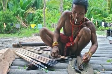 Plemię Mentawai (marzec 2011). (Fot. Tomasz Walkiewicz)