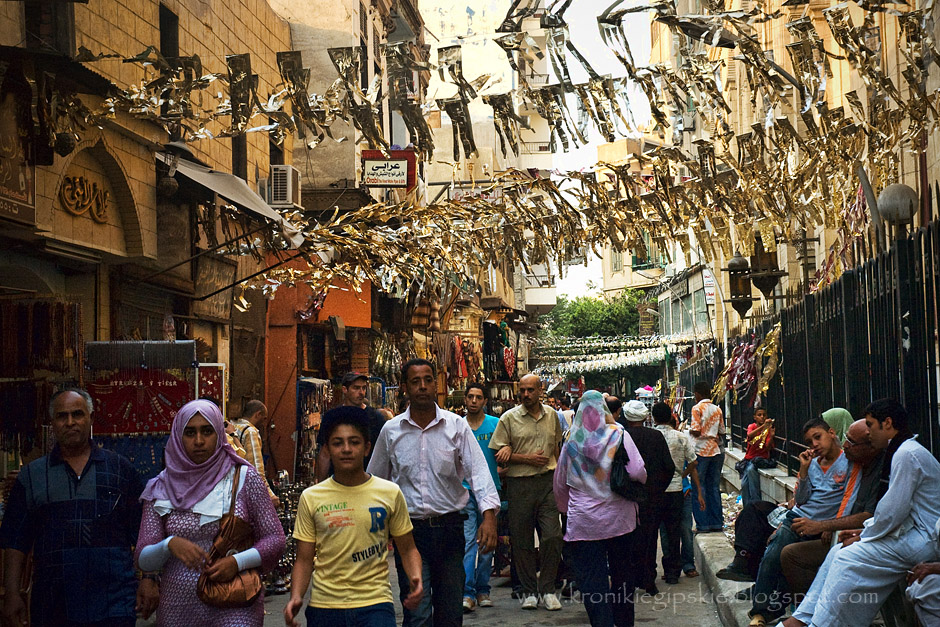 14. EGIPT, Kair. Im bliżej rozpoczęcia Ramadanu, tym bardziej zatłoczone są kairskie ulice. Trzeba przecież zdążyć ze świątecznymi zakupami. (Fot. Anna Krukowska)