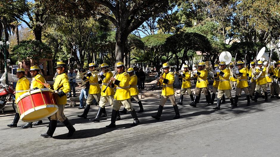 15. Boliwia, Sucre. Całej imprezie zazwyczaj przygrywa lepsza lub gorsza orkiestra dęta. (Fot. Maja Szymańczak)