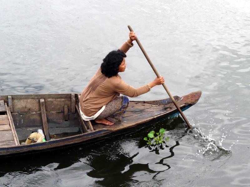 Codzienne życie na jeziorze Boeng Kak. (Fot. Krzysztof Dopierała)