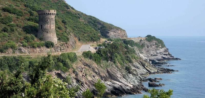 Wieże-strażnice - charakterystyczny obrazek na Korsyce