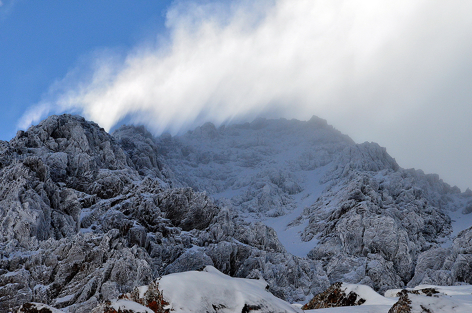"""9. MAROKO, Atlas Wysoki. W przeciwieństwie do europejskich Alp góry Atlas są relatywnie """"dzikie"""" i niezatłoczone dając przedsmak klimatu prawdziwej ekspedycji w niedostępne rejony wyższych łańcuchów górskich w Azji czy Ameryce Południowej. (Fot. Kuba Adamiec)"""