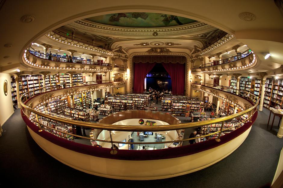 1. ARGENTYNA, El Ateneo. Usytuowany przy ulicy Santa Fe 1860 w Buenos Aires teatr znany pod nazwą Grand Splendid mieścił ponad 1000 osób. Organizowano w nim także sesje nagraniowe oraz nadawano programy radiowe. (Fot. Agnieszka i Mateusz Waligóra)