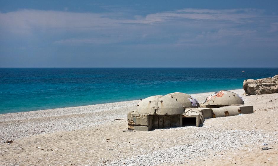 Bunkry na albańskich plażach
