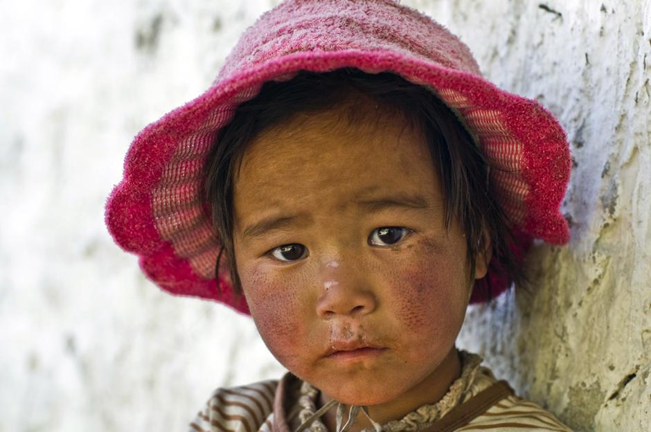 Nepalska dziewczynka. Zdjęcia z Królestwa Lo