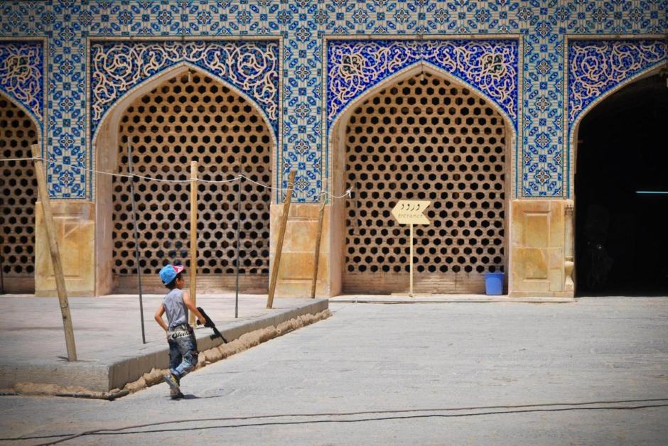 Muzułmańskie dzieci lubią bawić się bronią