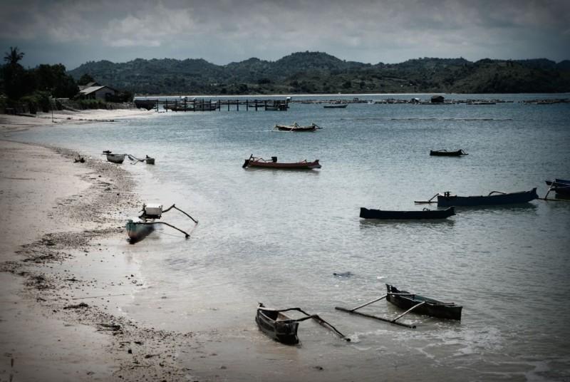 Wybrzeże wyspy Lomobok