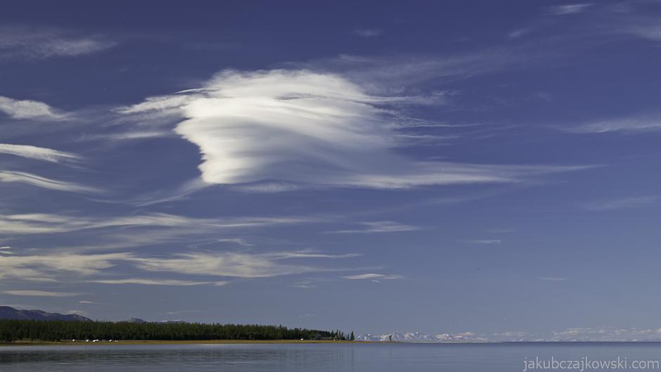 Malownicze jezioro Chubsuguł w Mongolii
