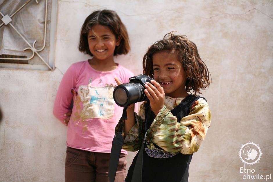 Dzieci z Syrii spotkane w trakcie podróży