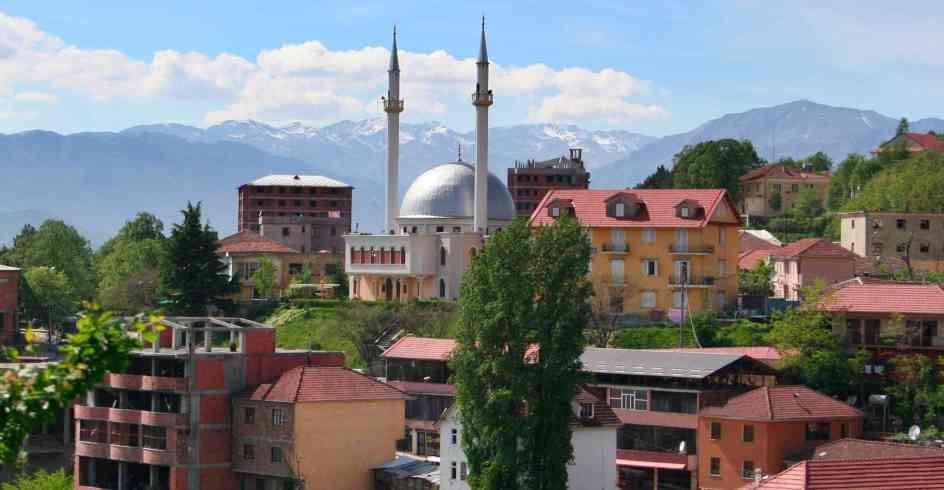 Widok na miasto albańskie