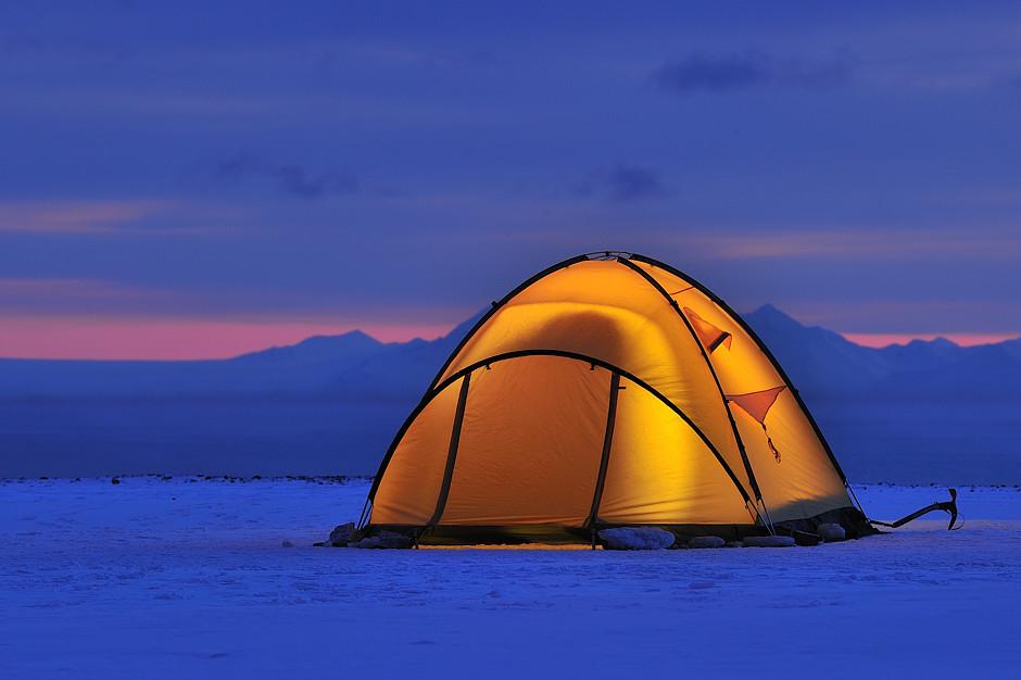 Namiot na pustyni lodowej