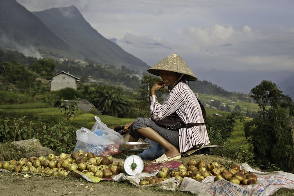 żywność w Wietnamie często sprzedawana jest przy drodze