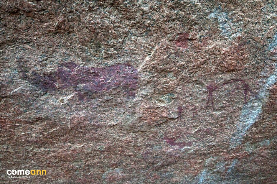 Naskalne rysunki w jaskini w Afryce
