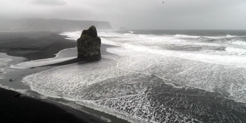 Czarna plaża Vik na Islandii