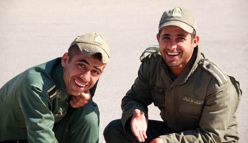 Młodzi irańscy żołnierze - zadjęcia z podróży