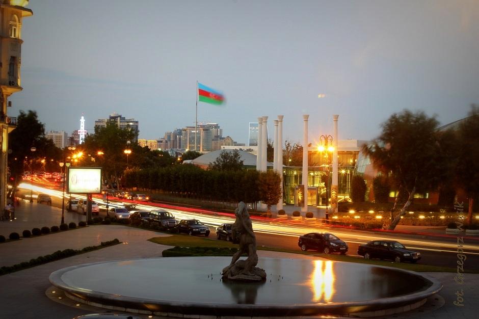 Nocny spacer po stolicy Azerbejdżanu - foto