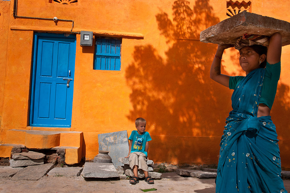 Na budowie w Indiach pracują nawet dzieci