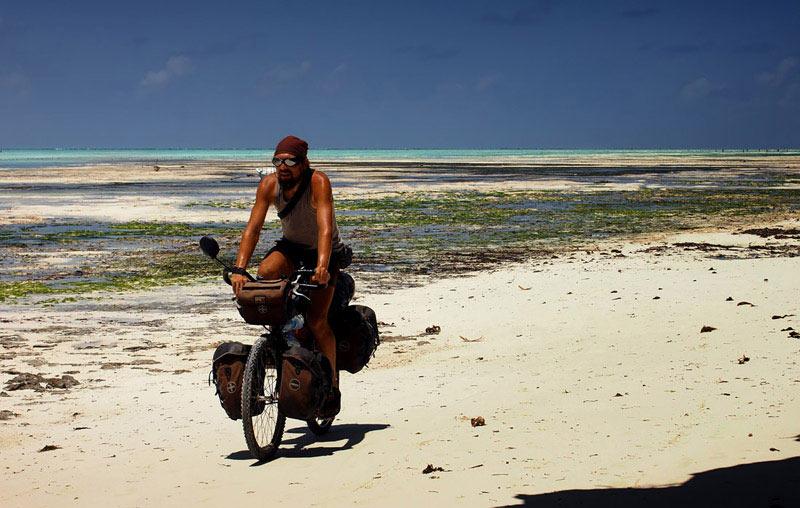 Tanzania, Zanzibar - rower na plaży