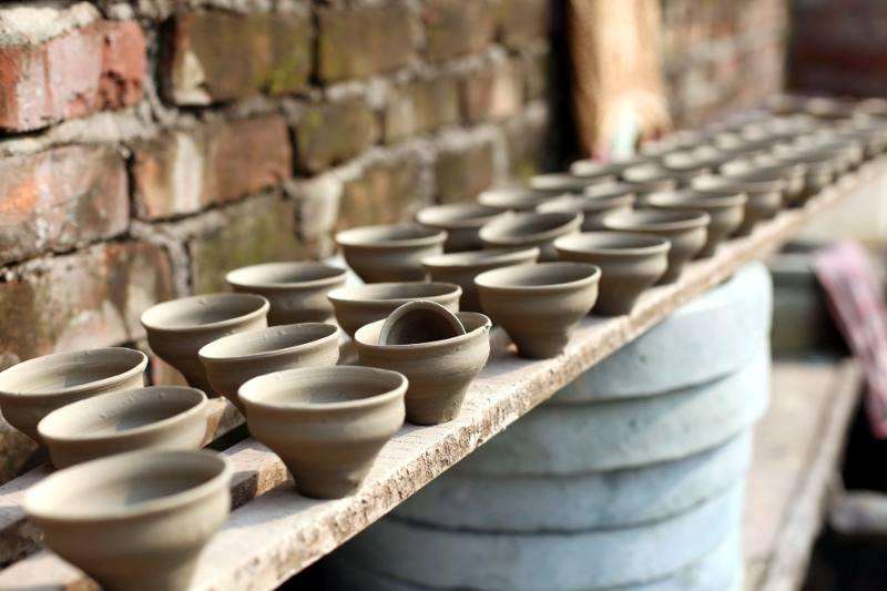 Indyjskie czarki do herbaty - fabryka w Kalkucie