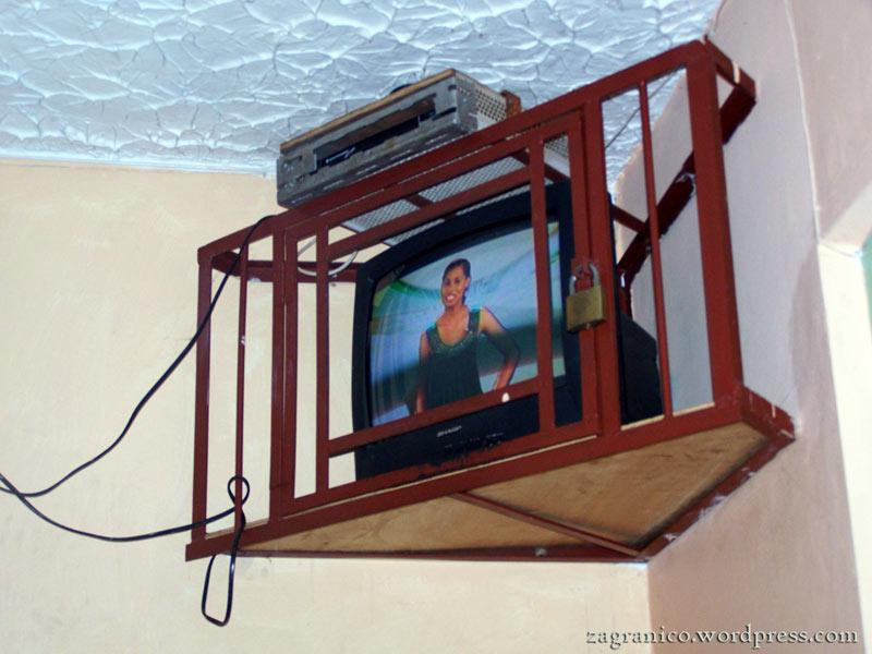 Telewizor w pokoju hotelowym - zdjęcia z Jamajki