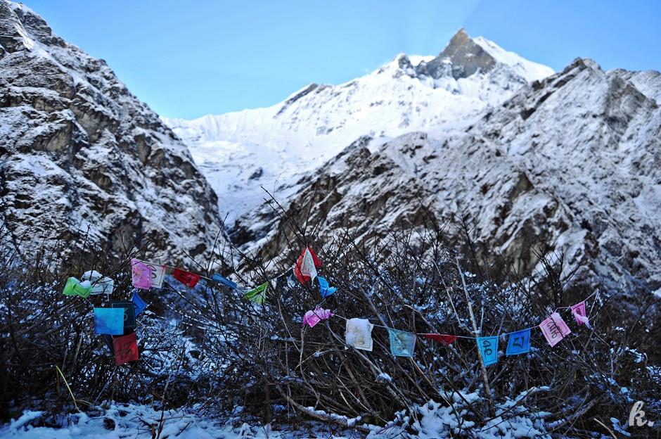 Buddyjskie flagi w Himalajach