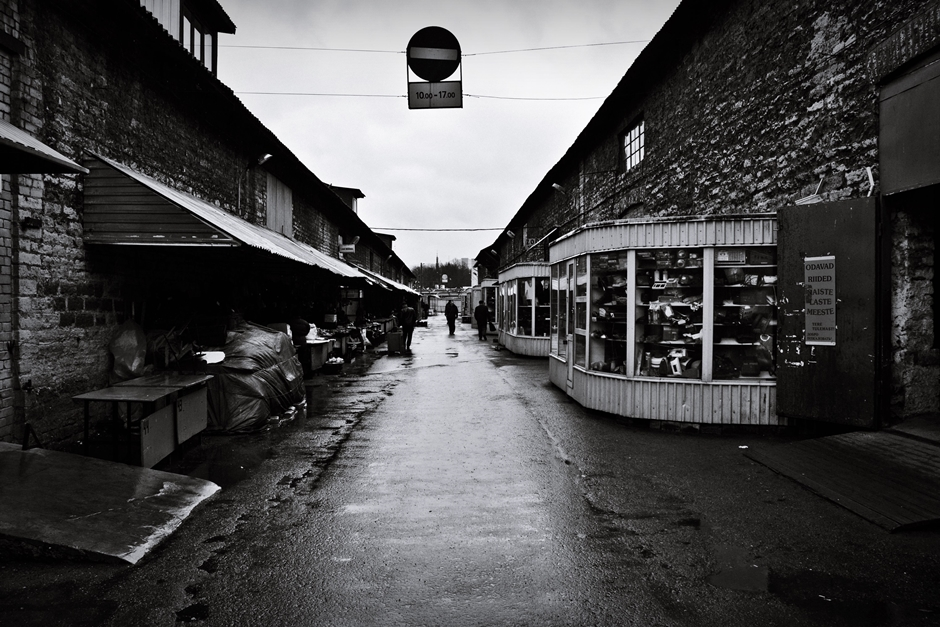 Bazar w Tallinie pełen postradzieckich pamiątek