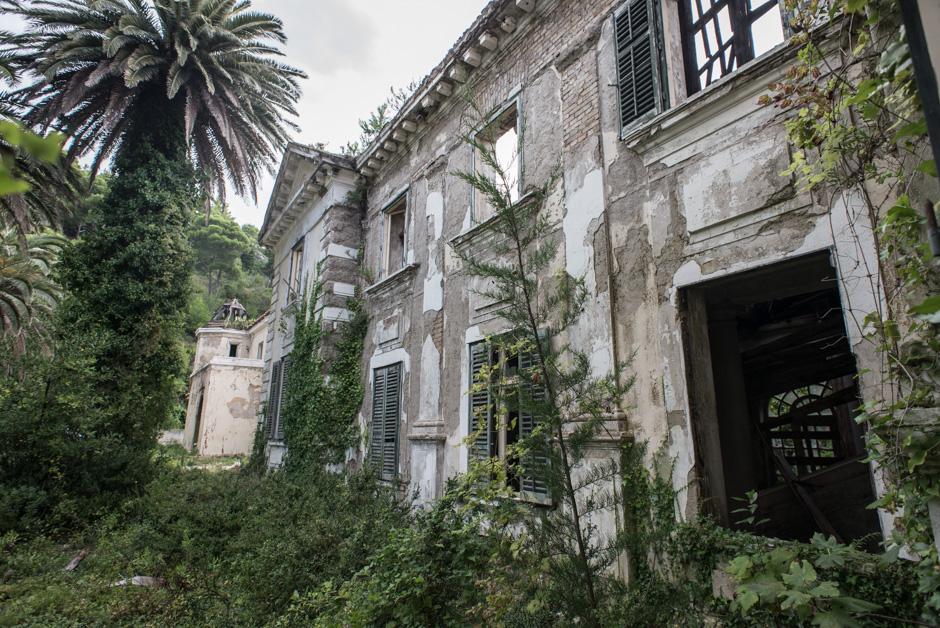 Wojna na Bałkanach. Ruiny hotelu na Chorwacji