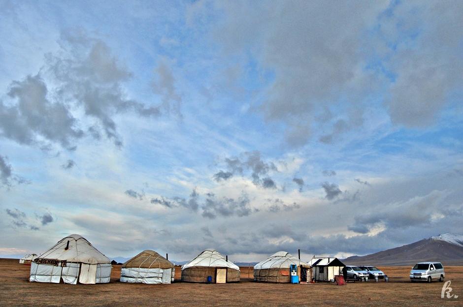 Jurty nad Song Kul - turystyka w Kirgistanie