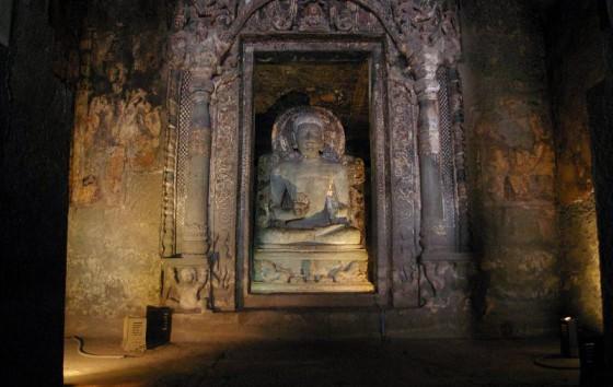 Kamienny Budda w Adżancie