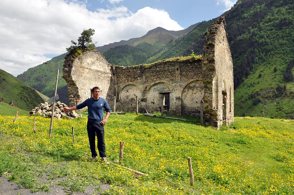 Ruiny kościoła w Dartlo - zdjęcia z Gruzji