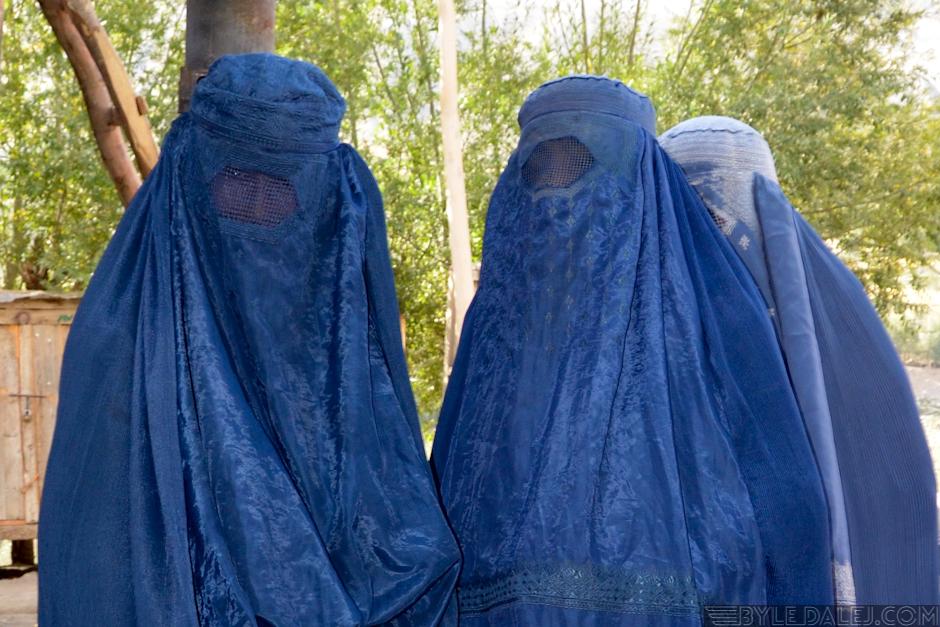 Afgańskie kobiety w burkach