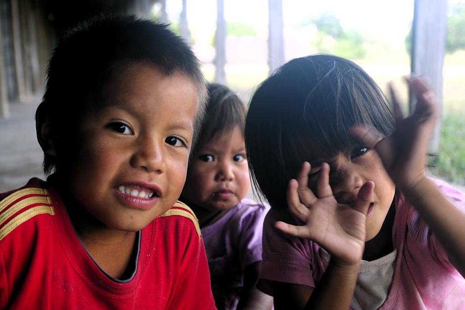 Dzieci z plemienia Indian Pemon zamieszkujących południe Wenezueli