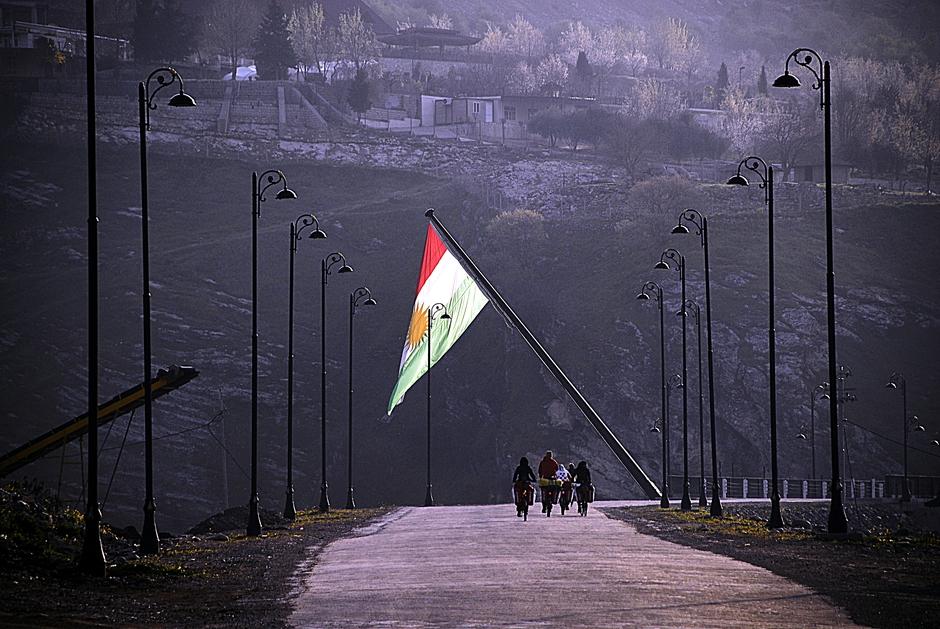 Nila Zhen w irackim Kurdystanie - flaga