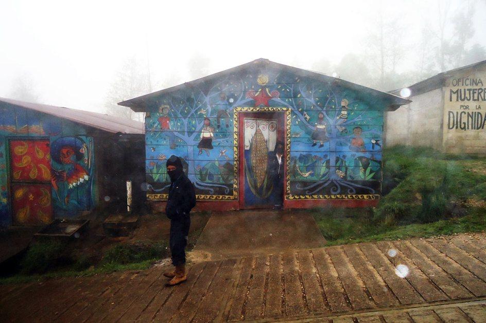 Zamaskowani Zapatyści w stanie Chiapas w Meksyku - foto