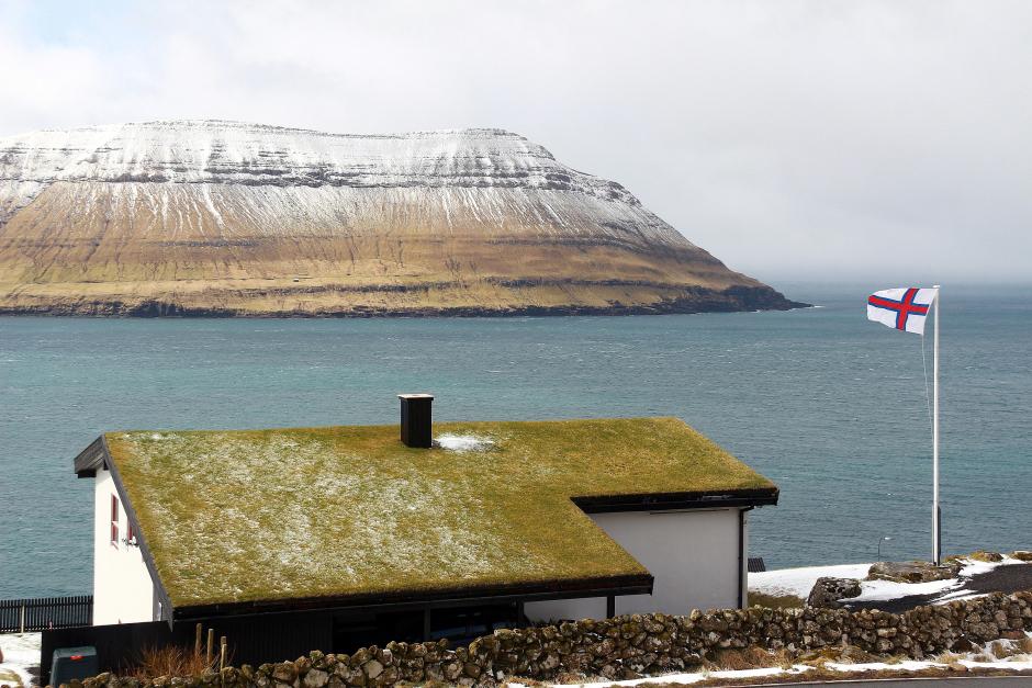 Dachy pokryte trawą - zdjęcia z Wysp Owczych