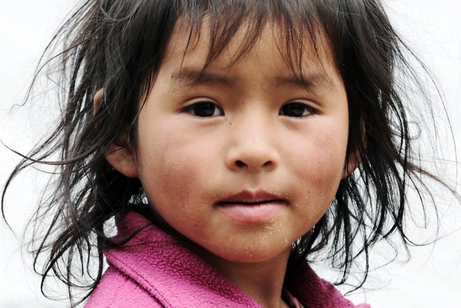 Dziewczynka z Peru spotkaana w trakcie podróży