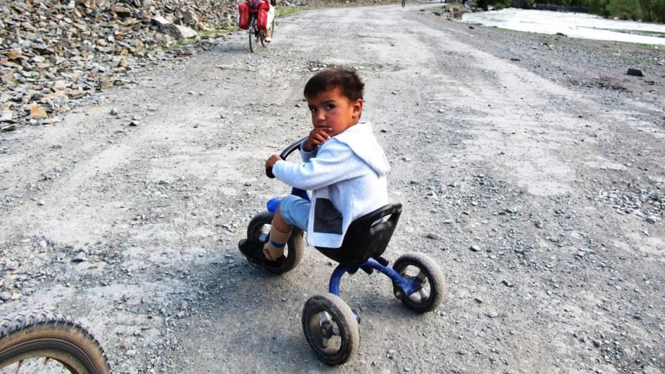 Tadżykistan - dziecko na rowerze