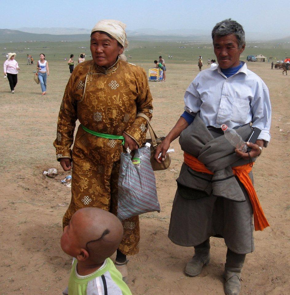 Mongolska rodzina - święto Naadam
