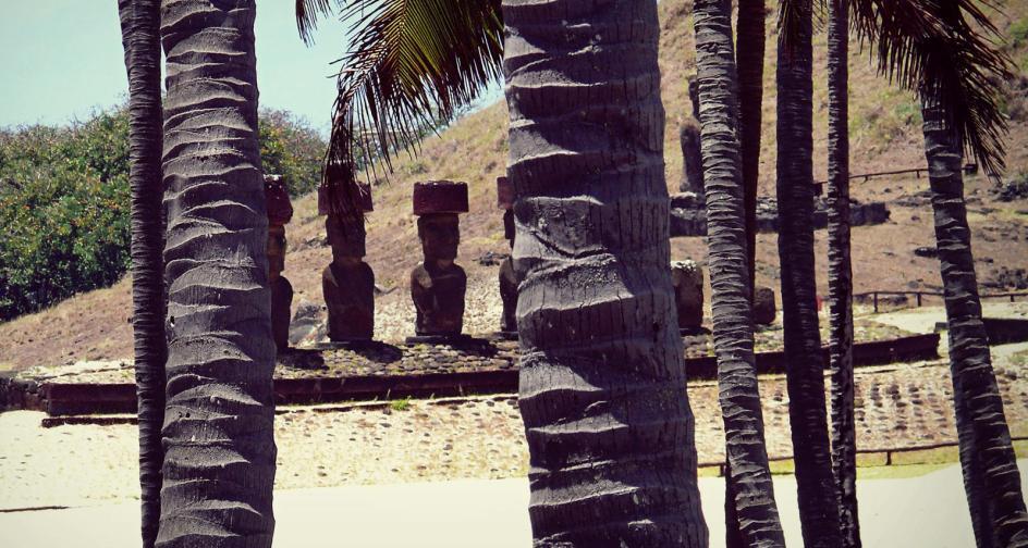 Moai na plaży, zdjęcia z Rapa Nui