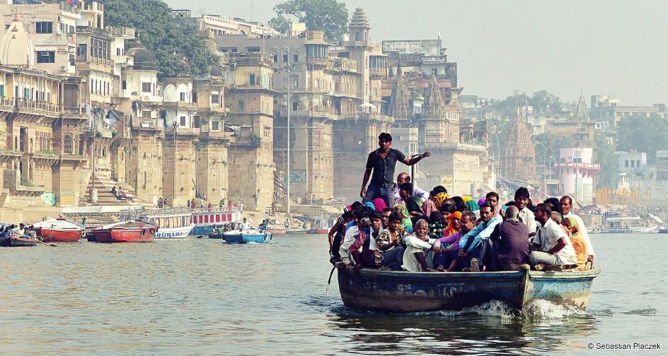 Waranasi, turyści na Gangesie