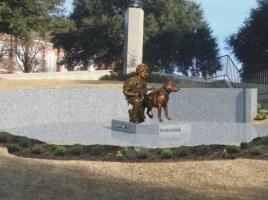 """alt=""""Estatua a veteranos caninos de la guerra"""""""