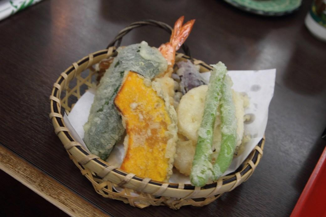 Comiendo tempura en Nikko