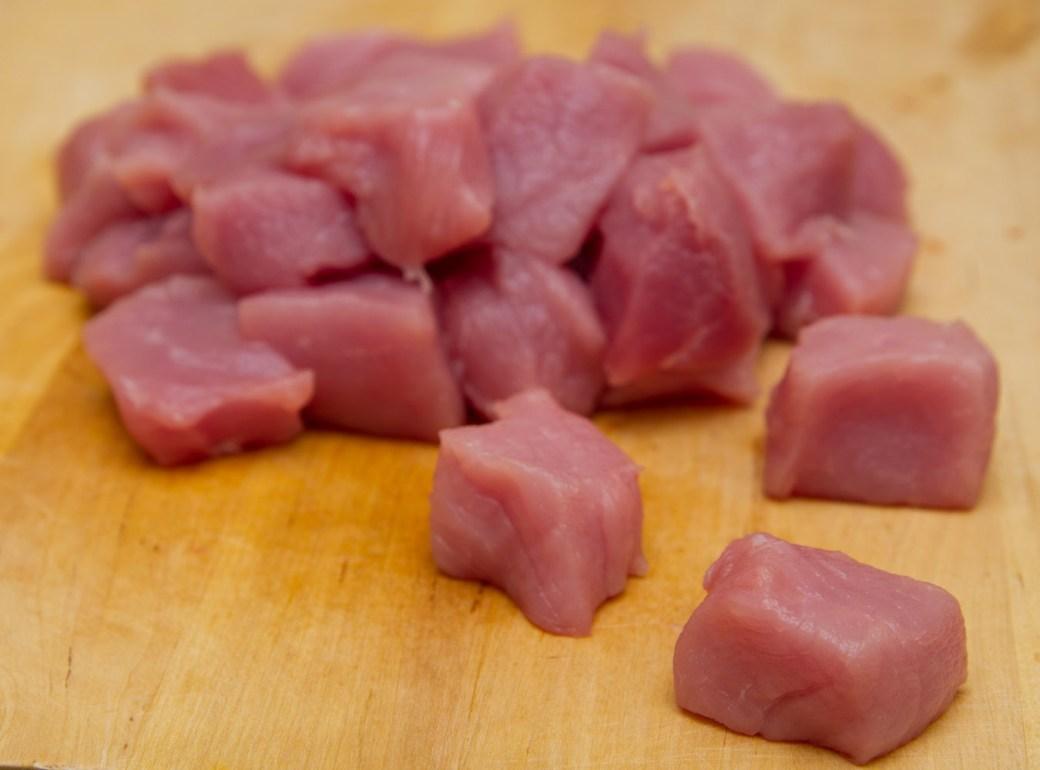 Magro de cerdo cortado en dados