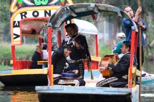 Mariachis en el lago Xochimilco, México