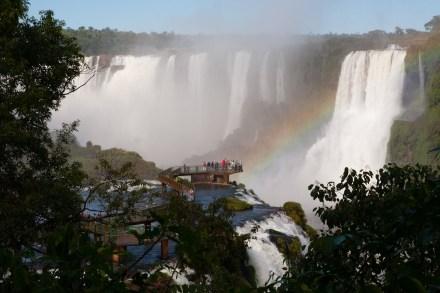 Plataforma de observación en las cataratas de Iguazú, Brasil
