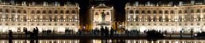 Vista nocturna de la Plaza de la Bolsa, Burdeos, Francia